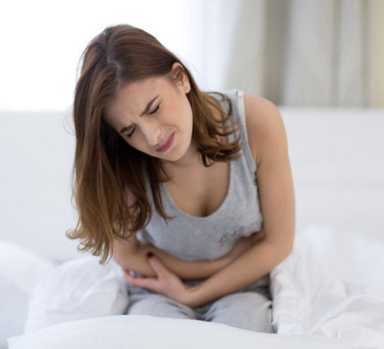 Dạo gần đây tôi hay bị đau bụng vào buổi sáng, hoặc đau sau khi uống cà phê, vậy làm sao để biết tôi có bị viêm, loét đại tràng không?